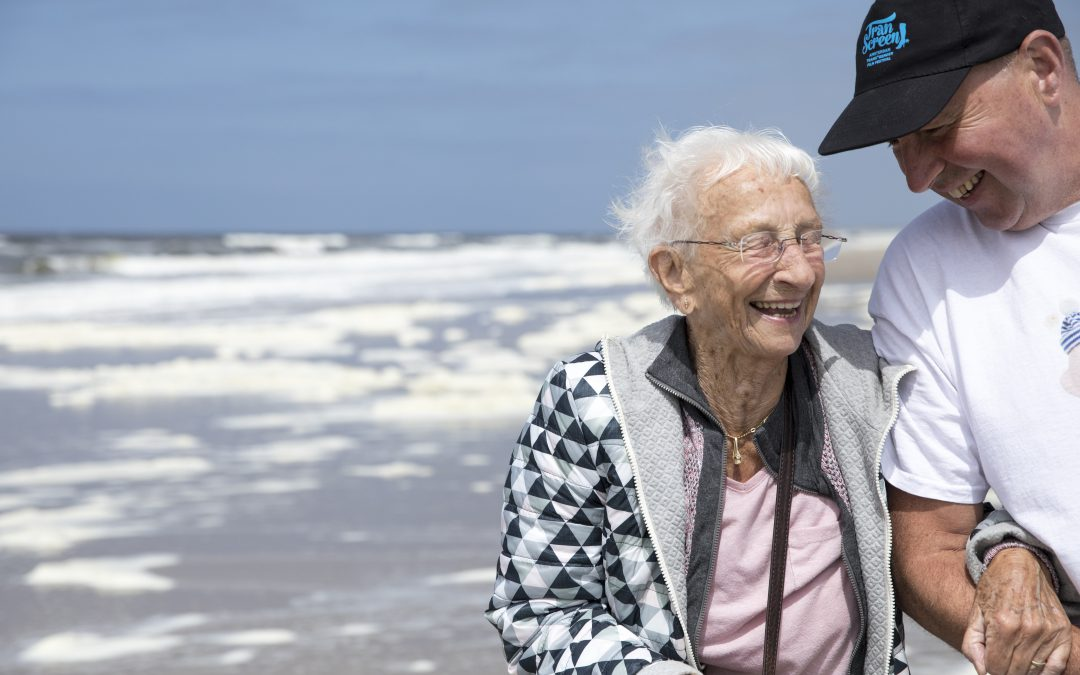 Fotografie Ouderenfonds: ouderen hebben de dag van hun leven tijdens stranduitjes