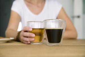 Bedrijfsfotogafie reportage brandingbureau ontwerpbureau koffie drinkende vrouw