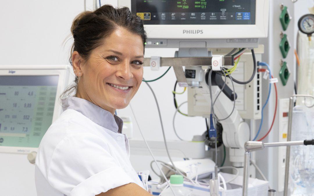 Fotografie in de zorg: een serie van verpleegkundigen als kartrekker, voor Venticare Magazine